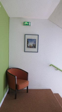 Ibis Styles Annecy Gare Centre : Stairs and landing