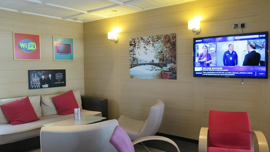 Ibis Styles Annecy Gare Centre: Lobby