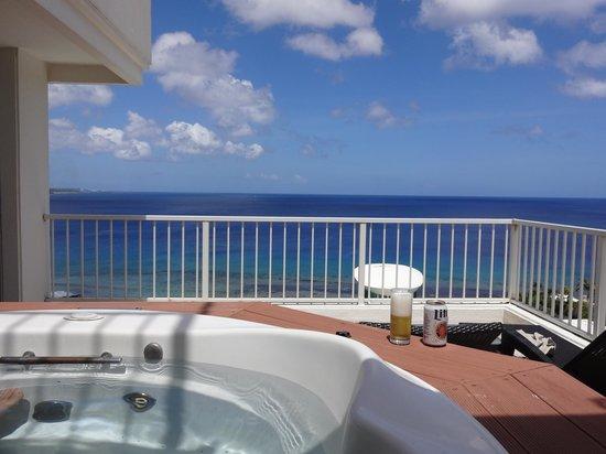 Sheraton Laguna Guam Resort: ジャグジーからの眺め