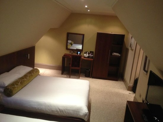 Lynnhurst Hotel: nice room with a single & double bed