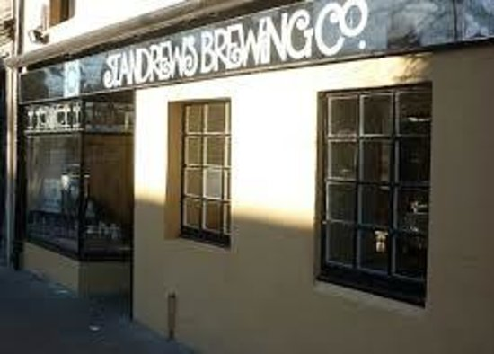 Eat walk St Andrews: St Andrews Bre pub where we try a locally brewed beer and Tapas