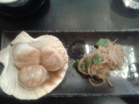 Restaurant IIDA-YA: Noix de saint jacques poêlées sauce soja beurrée et choux