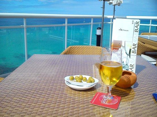 XQ El Palacete: Desde la terraza del bar piscina-inmejorable
