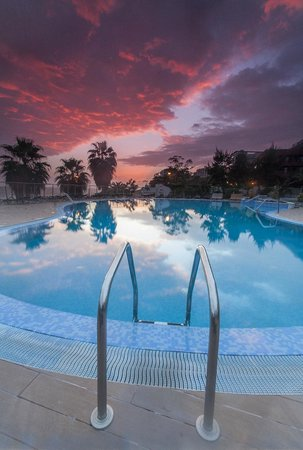 Melia Madeira Mare Resort & Spa : SUNSET SEAVIEW EXTERIOR POOL