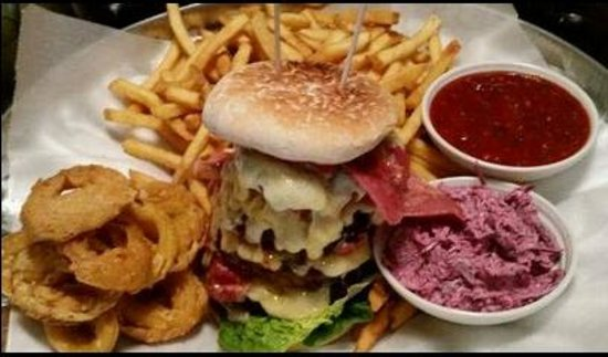 Fahrenheit Restaurant in Genting Casino: The Tower Burger from the Tower Burger Challenge