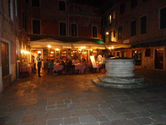 Ristorante Osteria N.1: Piazzetta di sera