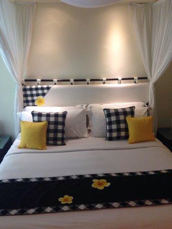 Legian Beach Hotel: Bett
