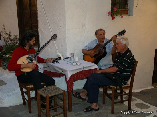 Taverna Alexandros: Live entertainment