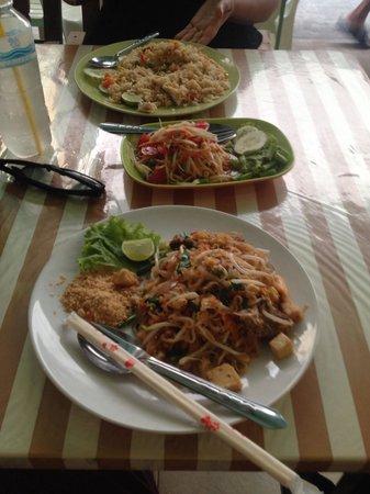Green Bird : Fantastic pad Thai and papaya salad!