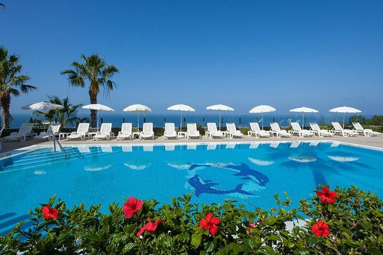 IBH Apt Diamond: Large pool facing the ocean with sunbeds and sunshades free of charge
