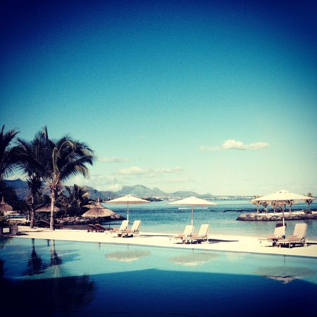 InterContinental Mauritius Resort Balaclava Fort : The pristine pool area