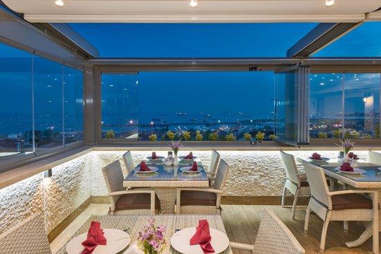 Selenay Hotel: Selenay Restaurant and Sea