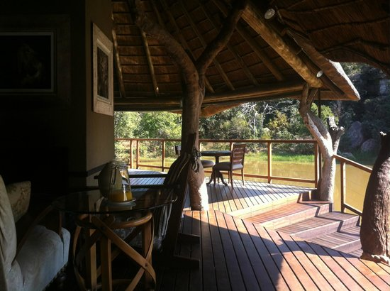 Zulu Camp: Zona de piscina y comedor