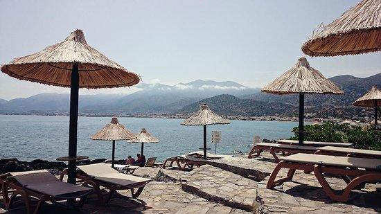 Nana Beach Hotel : Beautiful area by the sea