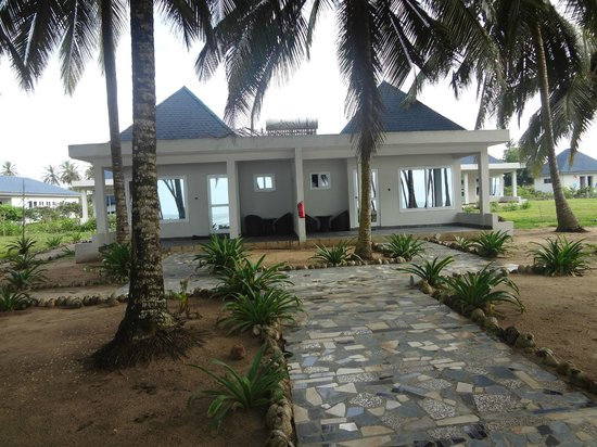 Blue Diamond Beach Spa Resort : Front view of the rooms