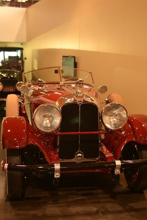 LeMay - America's Car Museum: Beauty in red