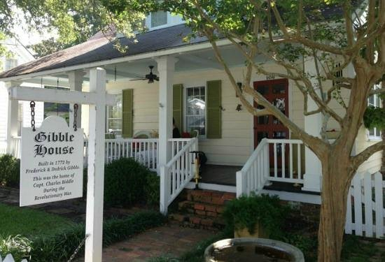 Hidden Beaufort Tour with Hungry Town Tours