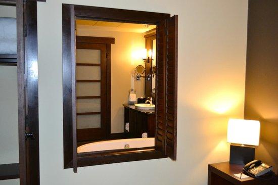 Nita Lake Lodge: Bedroom looking to Bath