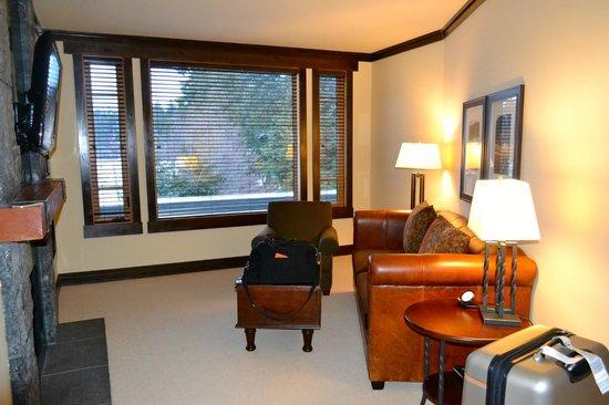 Nita Lake Lodge: Living Area