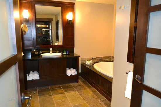 Nita Lake Lodge: Luxurious Bathroom with HEATED floors!