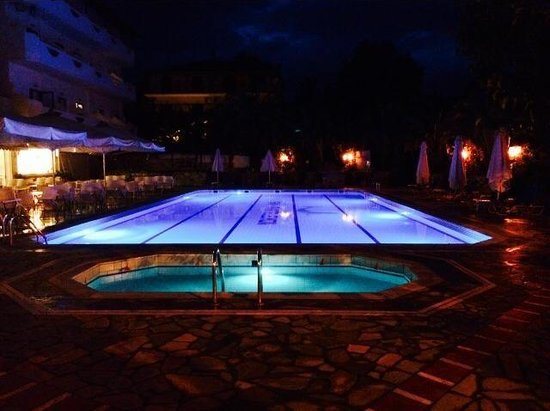 Paralia Panteleimonos, Grecja: The pools by night