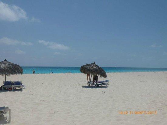 Sol Sirenas Coral Resort: Пляж, бывает и больше народу