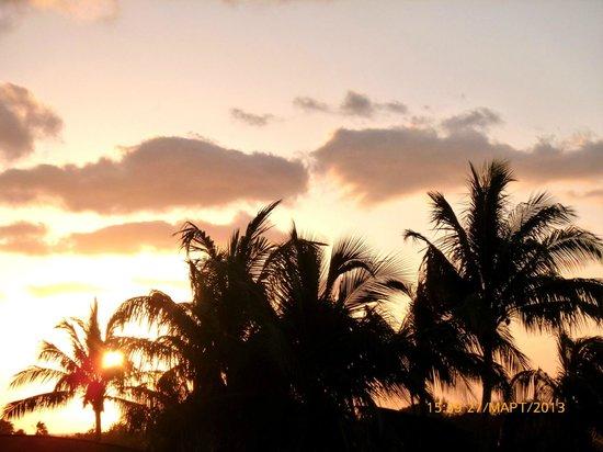 Sol Sirenas Coral Resort: У нас окна выходили не на море, но зато на красивые закаты)))