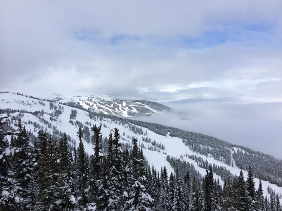 Crystal Hut: Cloudy Day Below
