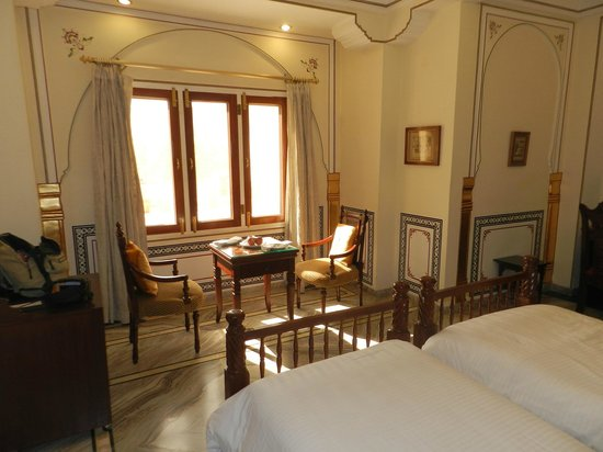 The Raj Palace Grand Heritage Hotel: Chambre