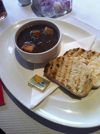 Ben Macduis Inn: Excellent food and staff. French onion soup.