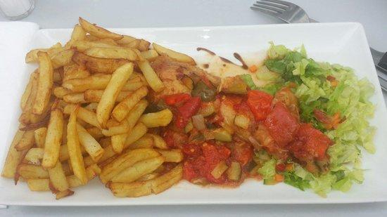 Brasserie de la Gare - BGL Café : Poulet façon basquaise frites maison