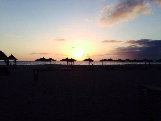 Melia Tortuga Beach Resort & Spa : Sunset at the O'Grille Bar