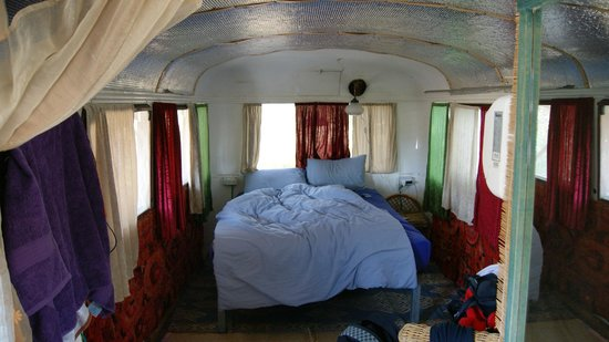 Shkedi's Camplodge : Honemoon Bus Bedroom