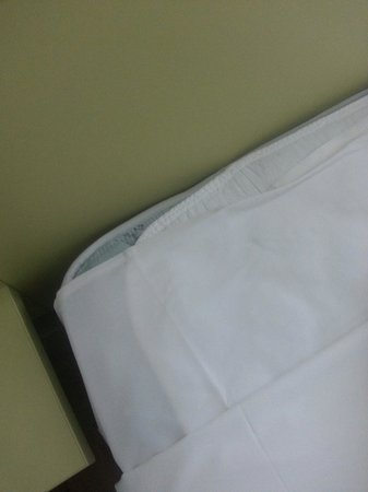 Ibis budget Wentworthville: Sheets don't go to top end of bed.