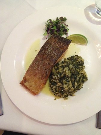 Medusa Greek Taverna : Salmon cutlet