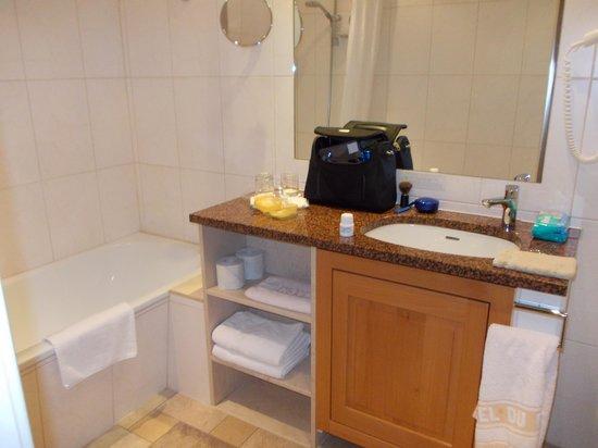 Hostellerie de la Basilique : salle de bains