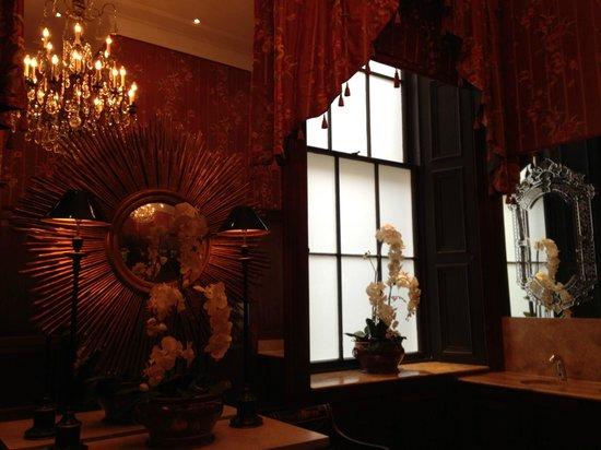 The Dome: Banheiro do restaurante