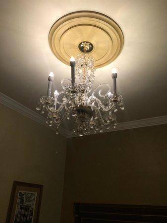 Hotel Mazarin: Hotel Room Ceiling