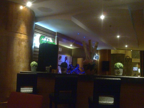 The Puteri Pacific Johor Bahru: the d'costa bar with live music..