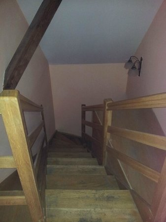 Hotel U Krale Jiriho: Лестница на выход из номера