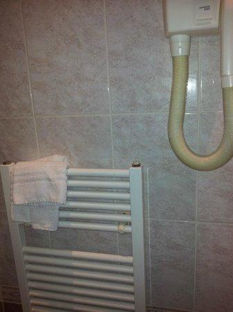 Hotel U Krale Jiriho : полотенцесушитель и фен