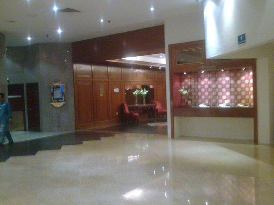 The Puteri Pacific Johor Bahru: the lift lobby...