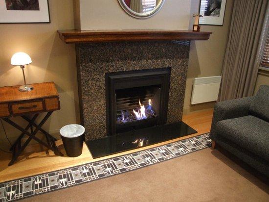 Tarraleah Lodge: Gas Fire in Bedroom
