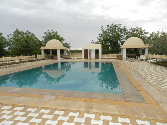 Mirvana Nature Resort and Camp: Piscine