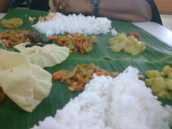 Restoran Muthu: mouthwatering Banana leaf rice