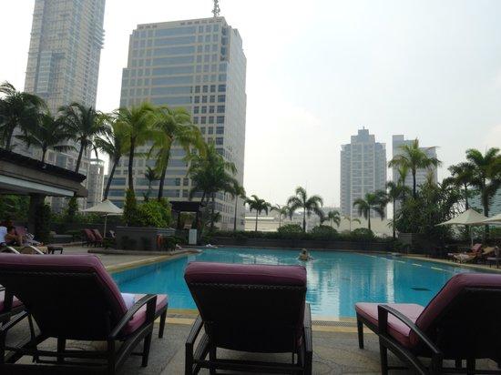 Makati Shangri-La Manila: プール