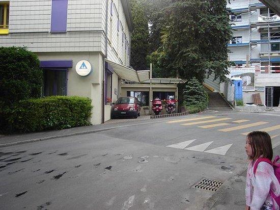 Jugendherberge Montreux: Outside the hostel