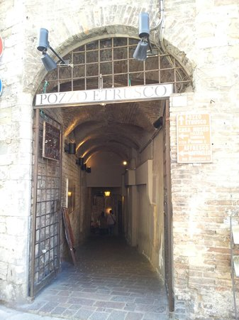 Pozzo Etrusco: entrata