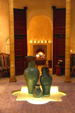 Riad Malaika: Fireplace