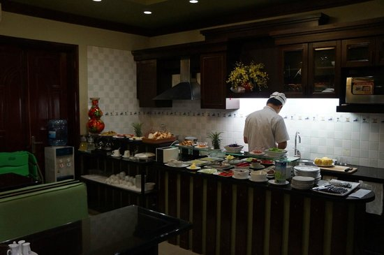 Golden Spring Hotel: завтрак